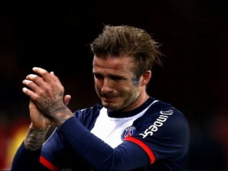Beckham dice adios entre lgrimas