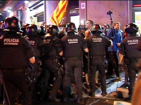 Enfrentamientos en Barcelona tras la protesta para reclamar la consulta