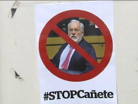 Más de 80 eurodiputados se oponen al nombramiento de Cañete como comisario