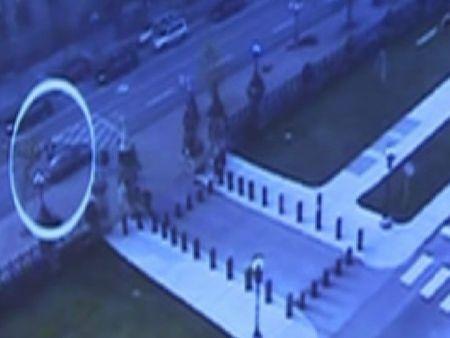 Una cámara de seguridad graba al terrorista de Canadá