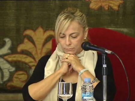 """La alcaldesa de Alicante al portavoz municipal de IU: """"La muerta viviente huele mejor que usted"""""""