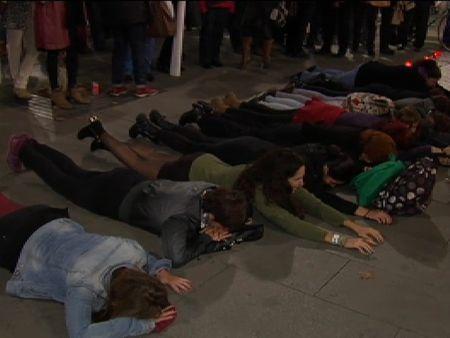 Miles de personas se manifiestan por todo el país para recordar a las víctimas de la violencia de género
